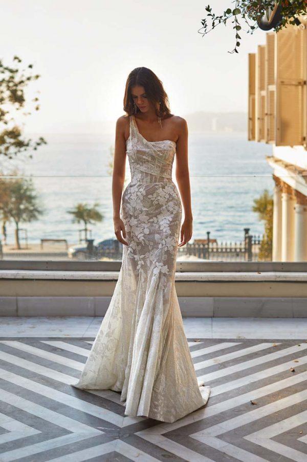 Vjenčanica na jedno rame s divnim čipkastim korzetom u ivory boji.